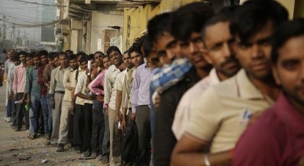La stretta sul contante in India si arricchisce di nuove misure: si rischia una segnalazione al Fisco per depositi in banca sopra i 74 dollari USA.