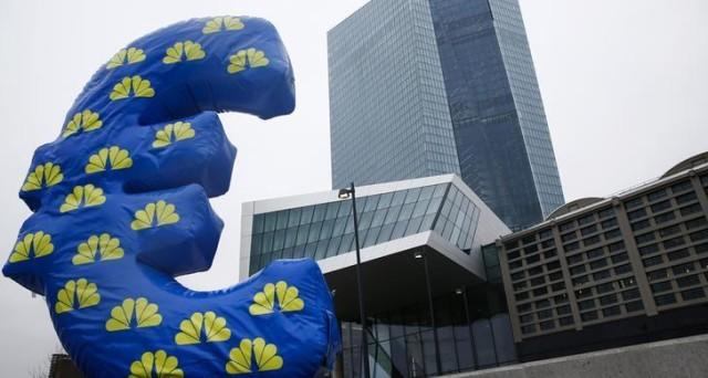 La crescita dei prezzi nell'Eurozona potrebbe subire un'accelerazione brusca nei prossimi mesi tra rincaro del petrolio e cambio euro-dollaro intorno alla parità.
