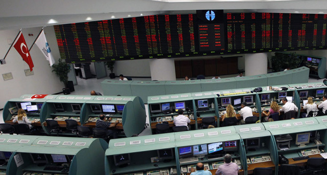 Lira turca pesantemente venduta sui mercati, sfiora sempre nuovi minimi storici. Dall'inizio dell'anno ha perso più del 16% contro il dollaro, un terzo del suo valore in due anni.
