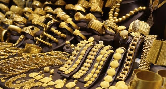 Le quotazioni dell'oro scendono ai minimi dal febbraio scorso, nonostante i timori della vigilia legati al referendum in Italia. Ma com'è possibile che niente sembri scaldare i prezzi del metallo?