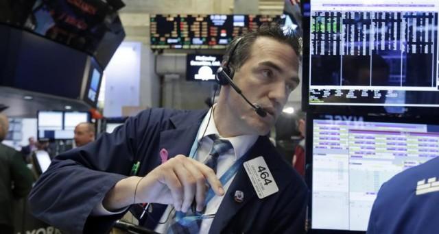 Sono quattro i possibili scenari con il referendum costituzionale di oggi. Altrettante le reazioni dei mercati finanziari, anche se gli investitori dovrebbero più che altro guardare alle manovre politiche.
