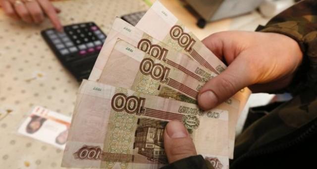 Il rublo si porta ai massimi da quasi un anno e mezzo contro il dollaro e a sostenerlo sono il petrolio e Donald Trump. Ecco le ragioni del balzo.