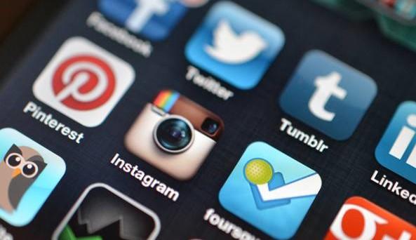 La pubblicità sui social media varrà più di quella sui giornali entro il decennio. E i video online supereranno le radio.