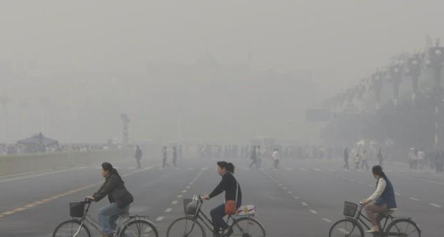 L'allarme smog in Cina ha fermato i voli da e verso Pechino, in questi giorni. Il carbone rappresenta ancora il 60% della produzione di energia nella seconda economia del pianeta.