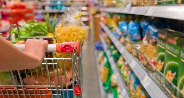 I consumi degli italiani sono crollati negli ultimi anni con la crisi e come effetto hanno contribuito al primo anno di deflazione dal 1959 per la nostra economia.