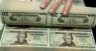 Dollaro resta poco tonico, attesa per il discorso di domani di Trump