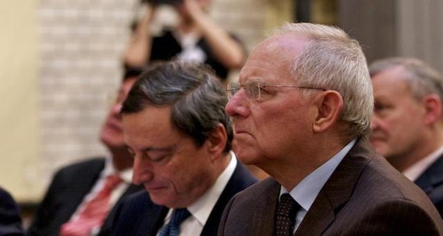 Quantitative easing anche oltre il 2017, se serve. Il governatore della BCE, Mario Draghi, si mostra accomodante oltre le attese e indispettisce la Germania, a cui chiede