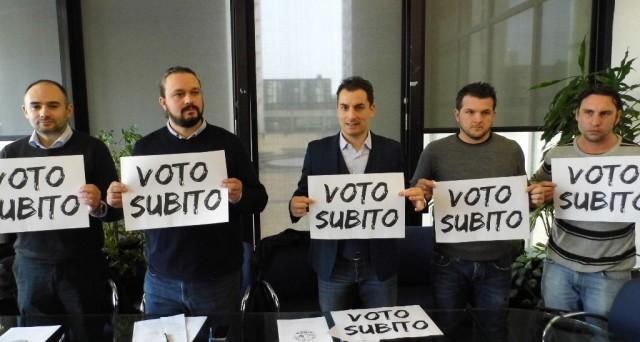 Elezioni anticipate o meglio attendere alcuni mesi prima di tornare alle urne? Ecco perché forse agli italiani converrebbe votare più in là.