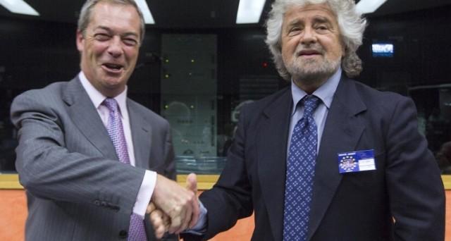 M5S torna in ginocchio da Farage