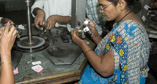 Investire nei diamanti sta per diventare realtà. L'India emetterà tre contratti futures. Vediamo come funzionano e quale importanza riveste il sub-continente asiatico per il mercato delle gemme preziose.