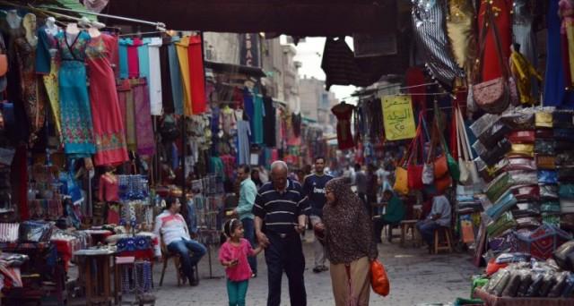 La svalutazione della lira egiziana ha portato a un'impennata dell'inflazione. Le riforme di Al Sisi sono dolorose, ma necessarie. Intanto, l'economia del paese non può contare sul turismo ed è a caccia di 6 miliardi in Eurobond.