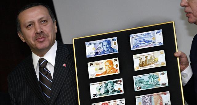 Corsa ai dollari in Turchia, dove la lira sprofonda di seduta in seduta a nuovi minimi storici. Il cambio è di quasi 4:1 contro il biglietto verde, c'è sfiducia sulla banca centrale.