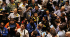 Petrolio, prezzi deboli sulle scarse prospettive per il 2017