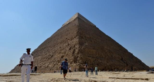 Il turismo in Egitto è crollato dal 2010 in poi e la svalutazione della lira rende molto conveniente andarci in vacanza, anche se potrebbe non bastare a far tornare gli stranieri.