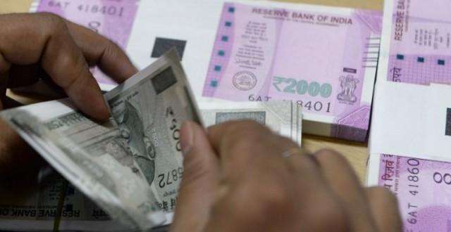 La lotta ai pagamenti in contante prosegue e lambisce anche la Russia, che studia limitazioni ai prelievi con bancomat e una tassa sul cash.