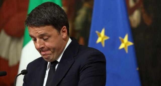 Matteo Renzi si dimette da segretario del PD, mentre la minoranza dem è già con un piede fuori. Governo Gentiloni sempre più debole, da qui a fine legislatura l'Italia rischia la paralisi per le tensioni nella maggioranza.