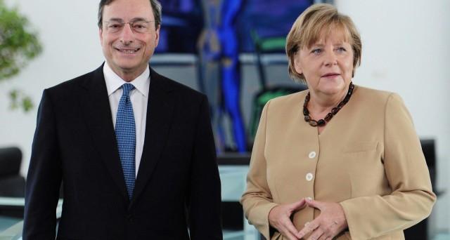 L'incontro di oggi tra Mario Draghi e Angela Merkel sarà l'occasione per verificare i punti in comune tra i due per salvare l'euro. Le soluzioni non sono facili, perché gli obiettivi di breve termine divergono.