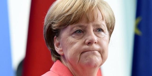 La Germania immagina un'Europa a due velocità, così come anche il doppio euro. E' l'ultima carta che la cancelliera Merkel vorrebbe giocarsi per salvare sia la UE che l'Eurozona.