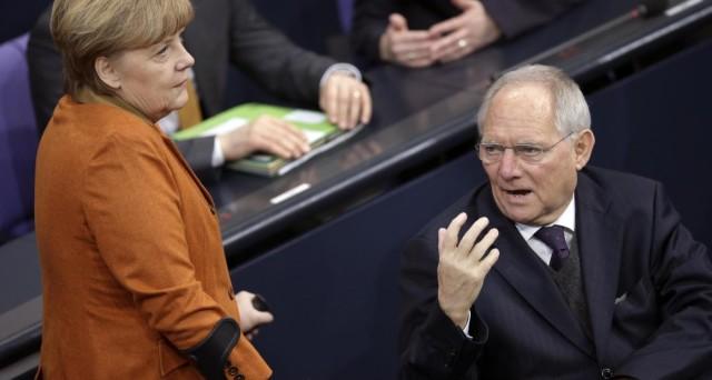 La Germania di Frau Merkel si gioca le sue carte per rinsaldare la leadership nella UE. Due i fronti su cui sta già agendo e per l'Italia non si tratta di buone notizie in nessun caso.