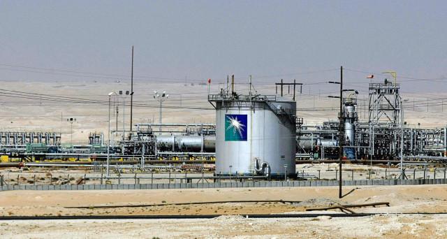 I sauditi quoteranno la loro compagnia petrolifera statale l'anno prossimo e cercano 2-3 borse per raccogliere almeno 100 miliardi di dollari. Intanto, i rapporti tra il regno e la presidenza Trump appaiono buoni, ma nel conflitto tra interessi.