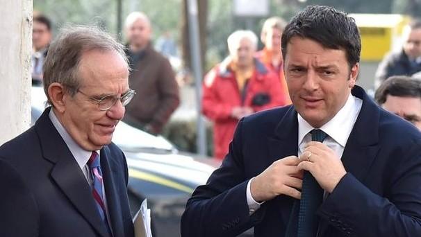 Scontro sotterraneo tra Matteo Renzi e Pier Carlo Padoan sulla manovra correttiva dei conti pubblici. Il segretario del PD non la vuole e il responsabile del Tesoro avrebbe minacciato le dimissioni al capo dello stato.