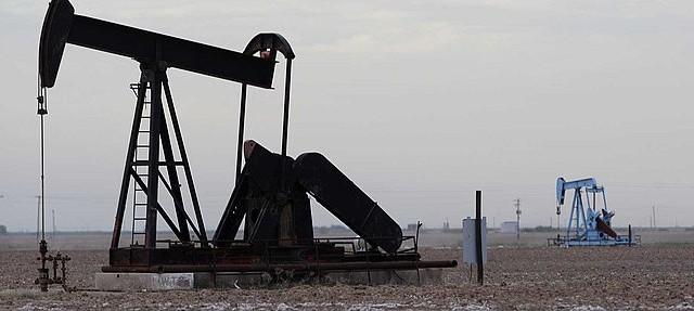 Le quotazioni del petrolio potrebbero schiantarsi fino ai 30 dollari con il ritorno alla crescita della produzione USA. E non sarebbe una cattiva notizia per le banche centrali.