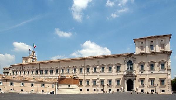 Scissione del PD in atto, ma non solo. Lacerazioni interne anche a Forza Italia, Lega Nord e Movimento 5 Stelle. La Seconda Repubblica si sta sgretolando, senza che al suo posto stia per nascere qualcos'altro.