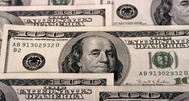 L'inflazione USA accelera ai massimi da 4 anni e il dollaro si rafforza, scontando un nuovo rialzo dei tassi USA già a marzo. In salita i rendimenti dei titoli di stato e l'oro arretra un po'.