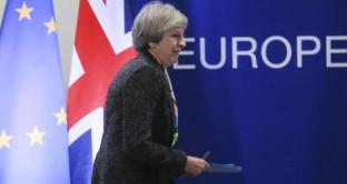 Brexit, sterlina avanza di quasi l'1% oggi contro il dollaro