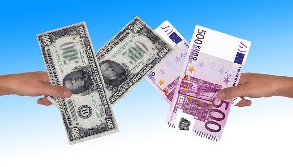 Cambio euro-dollaro davvero in risalita o rischia di tornare verso la parità? Per cercare di capirlo, dobbiamo guardare a questi due eventi tra oggi e domani.