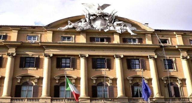 Il debito pubblico italiano è destinato ad accelerare la sua corsa con l'aumento atteso e già iniziato dei rendimenti di mercato. E di austerità sentiremo parlare ancora più seriamente nei prossimi anni.