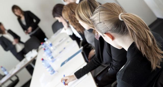 Oltre 100mila donne e neo mamme costrette ad abbandonare il lavoro: le scelte del governo hanno colpe.