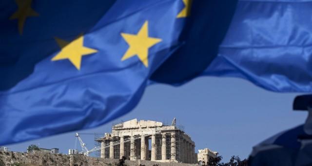 Grecia, recessione non molla