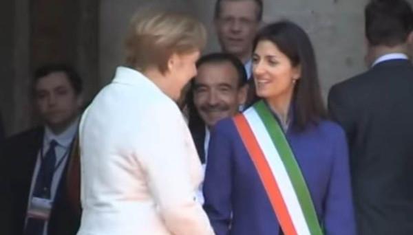 Ecco i momenti che certamente ricorderemo del giorno in cui 27 leader hanno rinnovato l'integrazione europea con la sottoscrizione di un documento