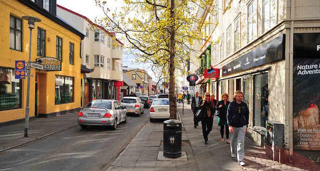 L'Islanda rimuove i controlli sui capitali dopo oltre otto anni dallo scoppio della crisi finanziaria. Giù la corona del 3% contro euro e dollaro. Si temono ingenti deflussi.