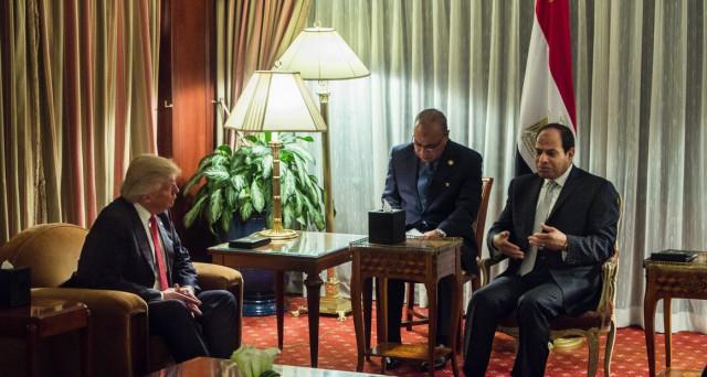 La svalutazione della lira in Egitto ha evitato il peggio, ma l'inflazione è esplosa e il presidente Al-Sisi, che lunedì prossimo incontra Donald Trump alla Casa Bianca, confida nella vicinanza degli USA.