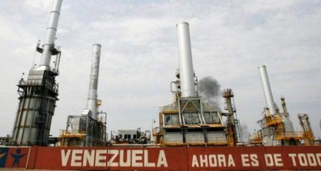 Petrolio nel Venezuela in calo del 20% entro l'anno. La produzione starebbe crollando sugli scarsi investimenti. E la crisi è sempre più nera per l'economia.