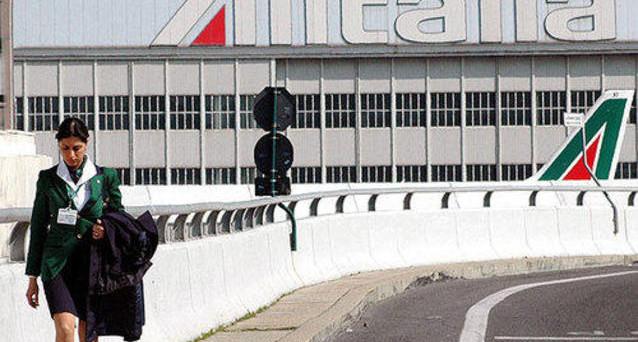 L'ennesimo salvataggio di Alitalia a carico dei contribuenti è in corso, mentre i piloti giocano d'azzardo e rischiano di sabotare il referendum dei lavoratori sull'accordo tra azienda e sindacati.