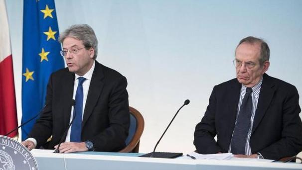 L'economia italiana resta condannata alla crescita dell'1%. Lo prevede lo stesso governo Gentiloni, che ha nel complesso tagliato le stime dello 0,4% per il triennio 2017-'19. E i conti pubblici sono tutt'altro che al sicuro.