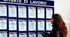 Disoccupazione in calo a febbraio in Italia, ma per il 60% è frutto di meno persone in cerca di un lavoro e il segnale in sé non è incoraggiante.