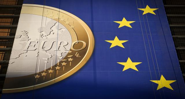 Gli stimoli monetari della BCE non si giustificano più, almeno non in questa misura, data l'inflazione quasi al 2% nell'Eurozona. Ma Mario Draghi non può avviare il