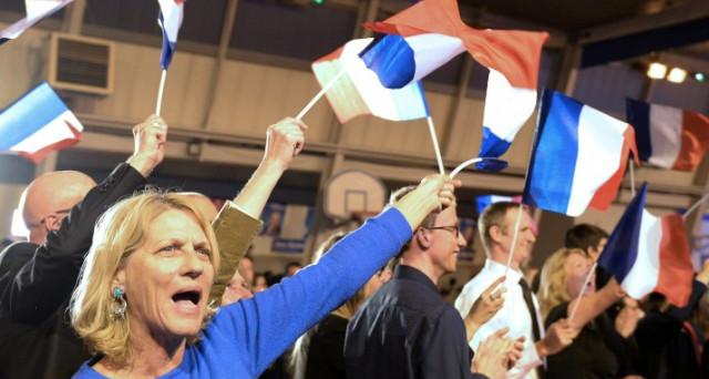 Obama chiama Macron, leader En Marche primo nei sondaggi