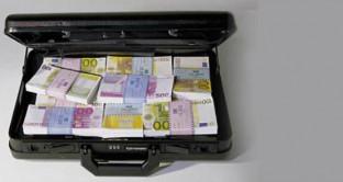 Capitali ancora in fuga dall'Italia, dove in soli tre mesi risultano defluiti oltre 63 miliardi di euro. E la spiegazione ufficiale della Banca d'Italia sembra parzialmente irricevibile.