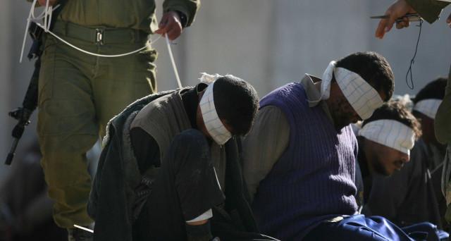 Altro che diritti umani, Israele: immagini shock e torture ai prigionieri palestinesi in sciopero della fame