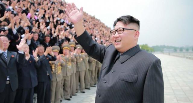 Kim Jong-Un minaccia di scatenare una guerra nucleare e dati i trascorsi non c'è da stare tranquilli. Vediamo il ritratto del giovane dittatore, erede di una feroce dinastia politica comunista.