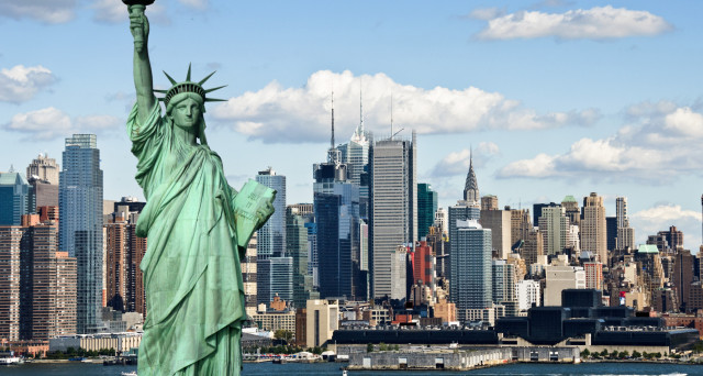 Case, cene, auto, shopping e molto altro: ecco le città dove il lusso costa caro.
