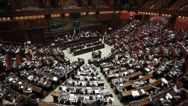 Pd: Emiliano, da Renzi strategia tensione per crisi governo