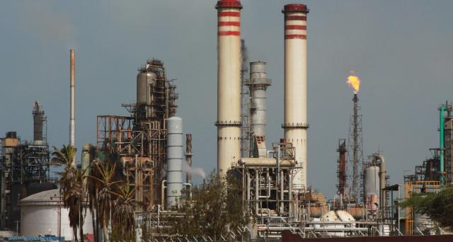 Petrolio in Venezuela una risorsa maledetta: Caracas non riesce più né ad estrarlo, né a venderlo ai clienti. E i creditori russi sequestrano un carico fermo da sei mesi alle Caraibi.