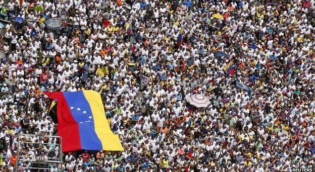 Venezuela nel caos: ancora scontri e vittime nelle proteste anti Maduro