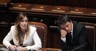 Scandalo Banca Etruria e Maria Elena Boschi: il futuro di Matteo Renzi attaccato a un filo; Ghizzoni è pronto a parlare ed è caos nel mondo politico.